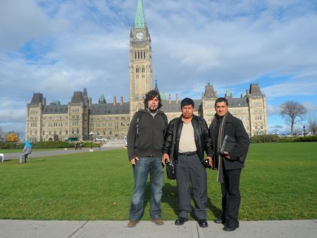 Jose Sicajau (centre) and Father Juan Luis (right) with Basque activist Diego Lorente on a Just Work tour in Ottawa. Photo by Bill Fairbairn